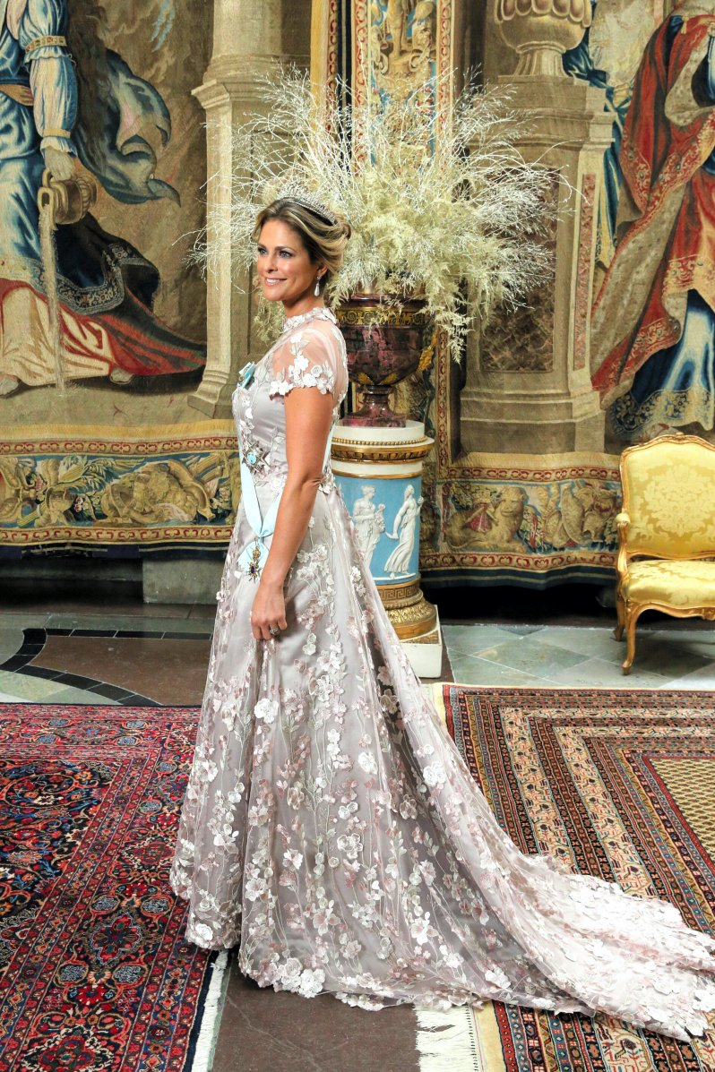Prinzessin Madeleine trug ein Kleid mit floralen Applikationen.  © picture alliance / AP Images
