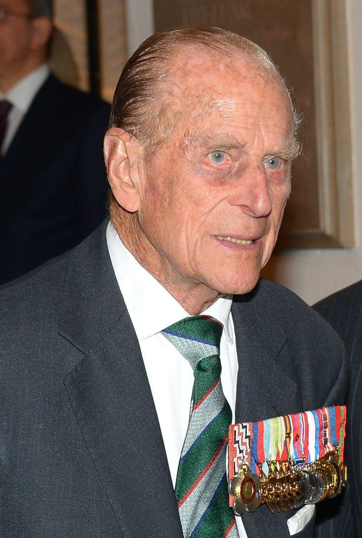 Prinz Philip hat sich im Sommer 2017 aus der Öffentlichkeit zurückgezogen, um sein Rentnerleben zu genießen. Nun machen sich viele Briten Sorgen um seine Gesundheit.  © picture alliance / AP Images