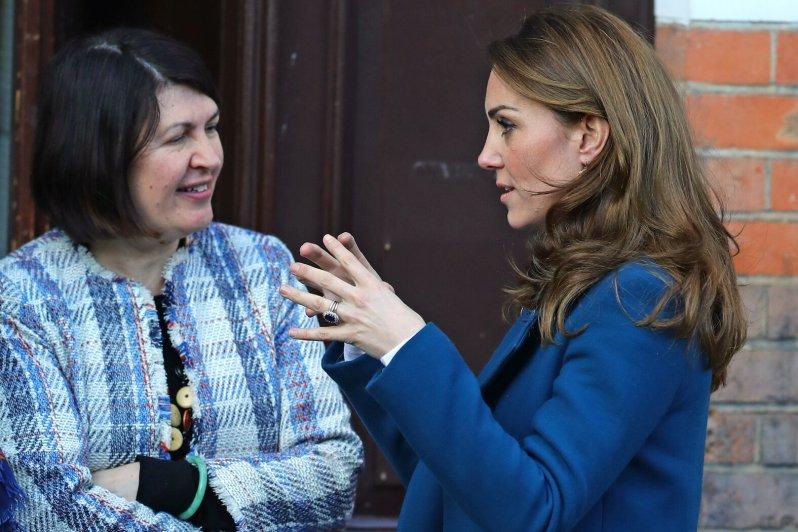 Am Mittwoch trug Herzogin Kate ihren Verlobungsring wieder.  © picture alliance / empics