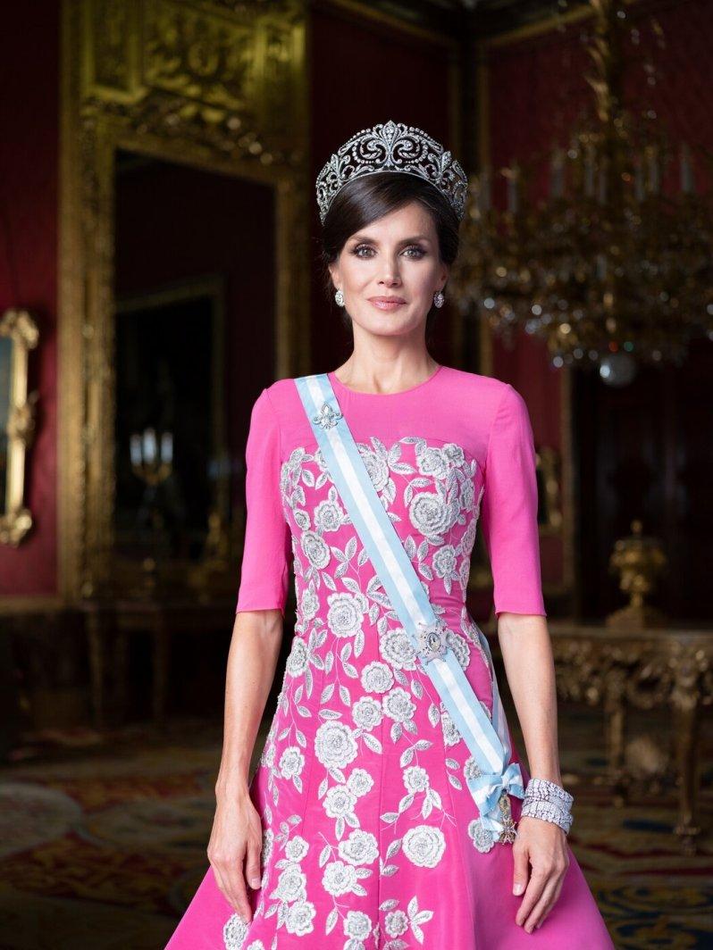"""Königin Letizia trägt die mit über 500 Diamanten besetzte """"Fleur- de-Lys""""- Tiara.  © Casa de S.M. el Rey, Estela de Castro"""