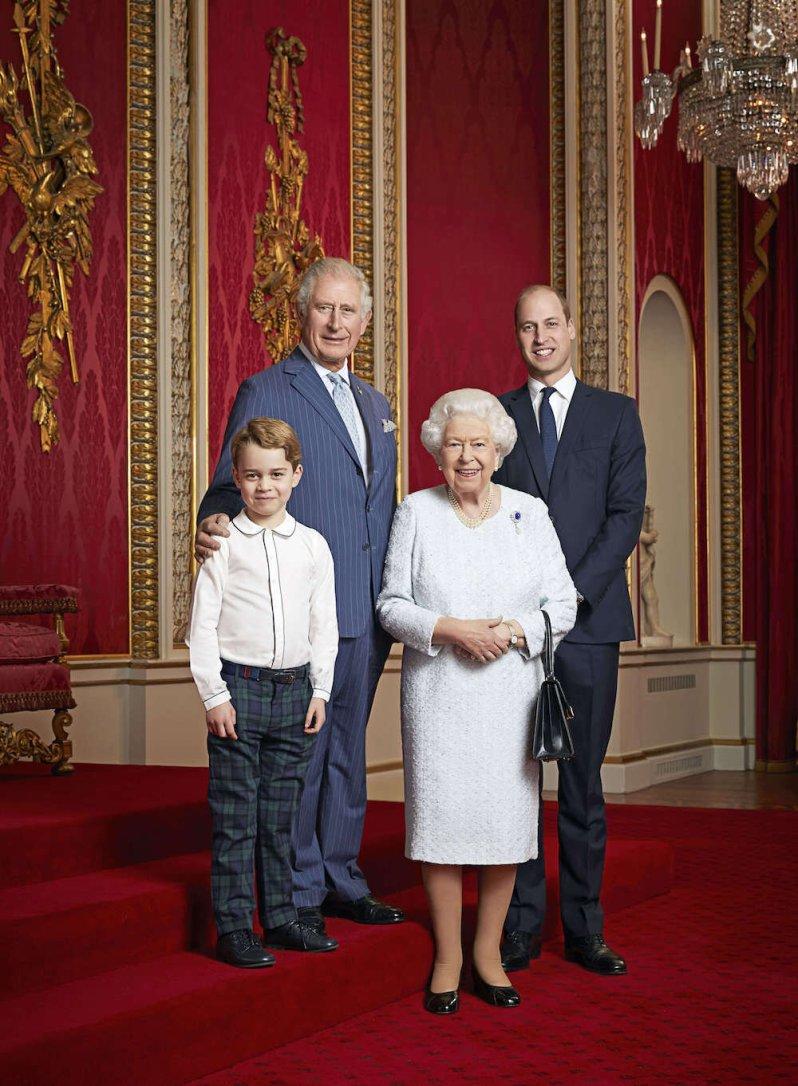 Queen Elizabeth und ihre Thronfolger: Prinz Charles, Prinz William und Prinz George werden eines Tages das Zepter übernehmen. Bis wieder eine Frau den britischen Thron übernimmt, kann es bis zu 70 Jahre dauern.  © picture alliance / Photoshot