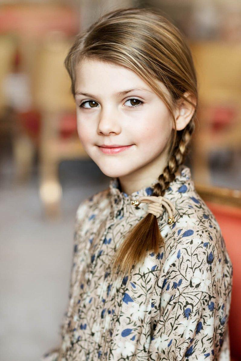 Prinzessin Estelle posiert für ihre Geburtstagsfotos. Die Tochter von Prinz Daniel und Kronprinzessin Victoria wird heute acht Jahre alt.  © Linda Broström Kungl. Hovstaatna