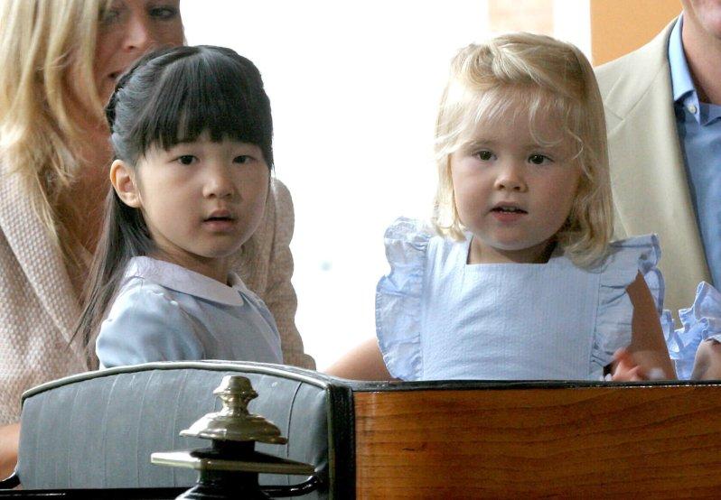 Aiko war bei der Begegnung vier Jahre alt, Amalia zwei Jahre jünger.  © dpa