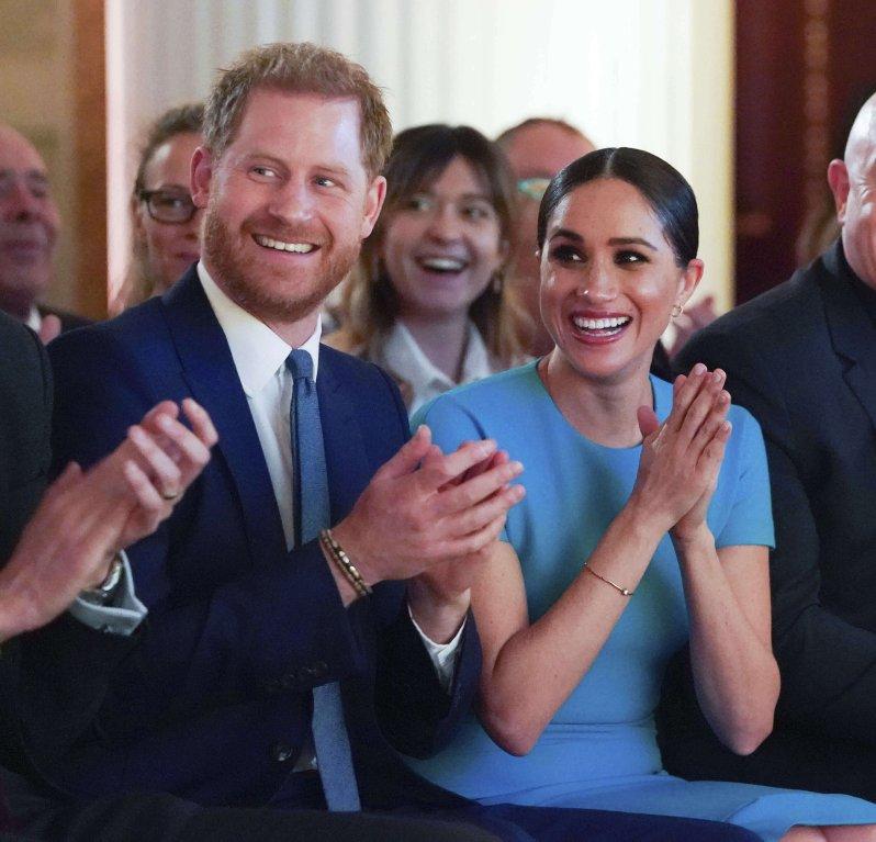 Prinz Harry und Herzogin Meghan wirken gelöst bei den Endeavour Fund Awards.  © picture alliance / AP Images