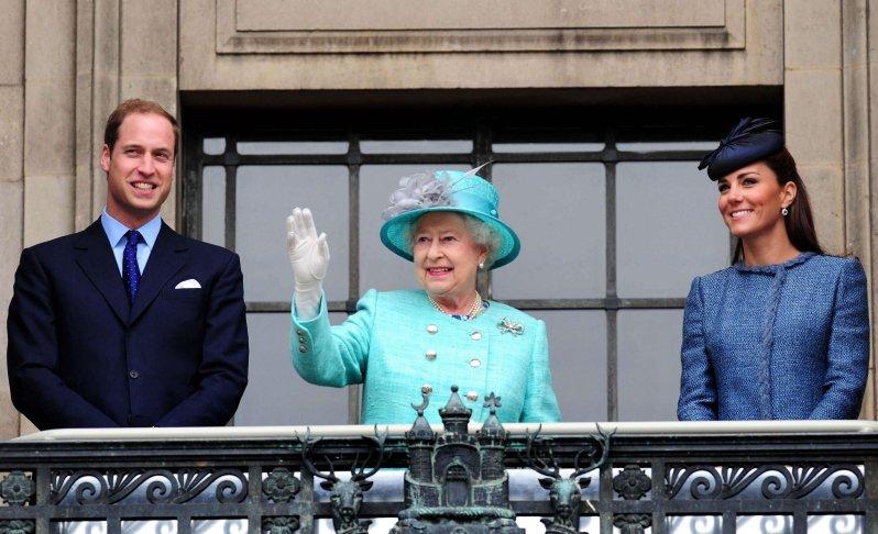 Aus Sicherheitsgründen weilt Queen Elizabeth auf Schloss Windsor, da sie zur gefährdeten Risikogruppe gehört. Sie zieht aber im Hintergrund weiter die Fäden. Prinz William und Herzogin Kate kämpfen dagegen weiter an vorderster Front.  © picture alliance / Photoshot