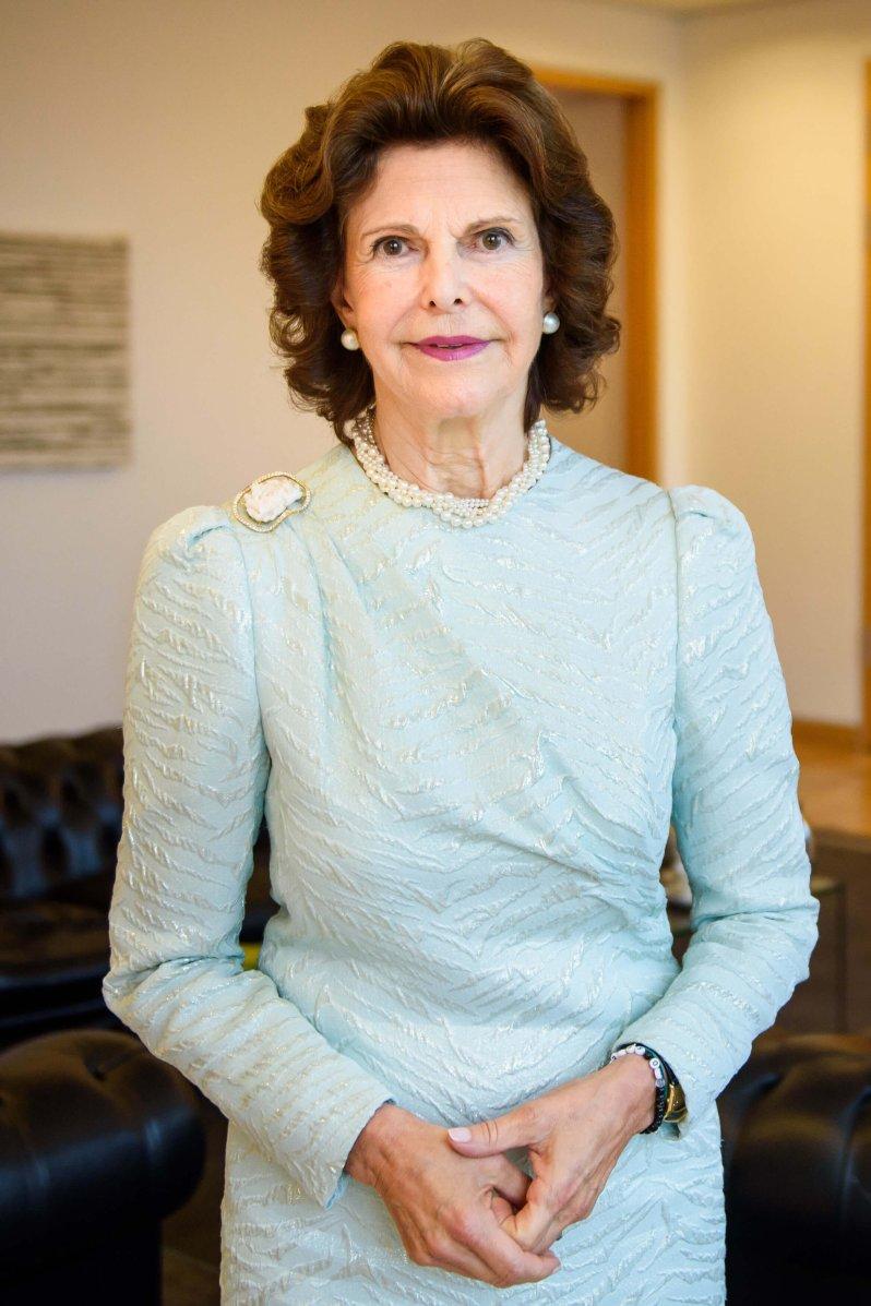 """Königin Silvia gründete 1999 die """"World Childhood Foundation"""" mit dem Ziel, Kinder vor Gewalt und Missbrauch zu schützen. Während der Coronakrise trifft es die wehrlosen Kinder besonders. © dpa"""