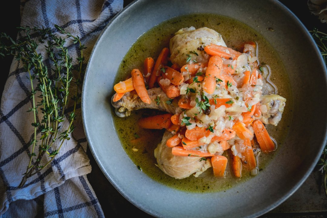 dijon chicken with carrots and thyme