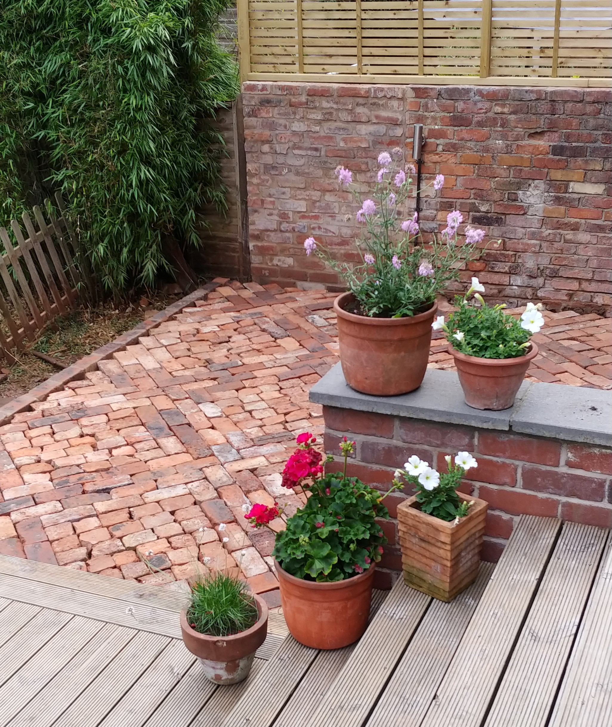 to lay a patio from reclaimed bricks