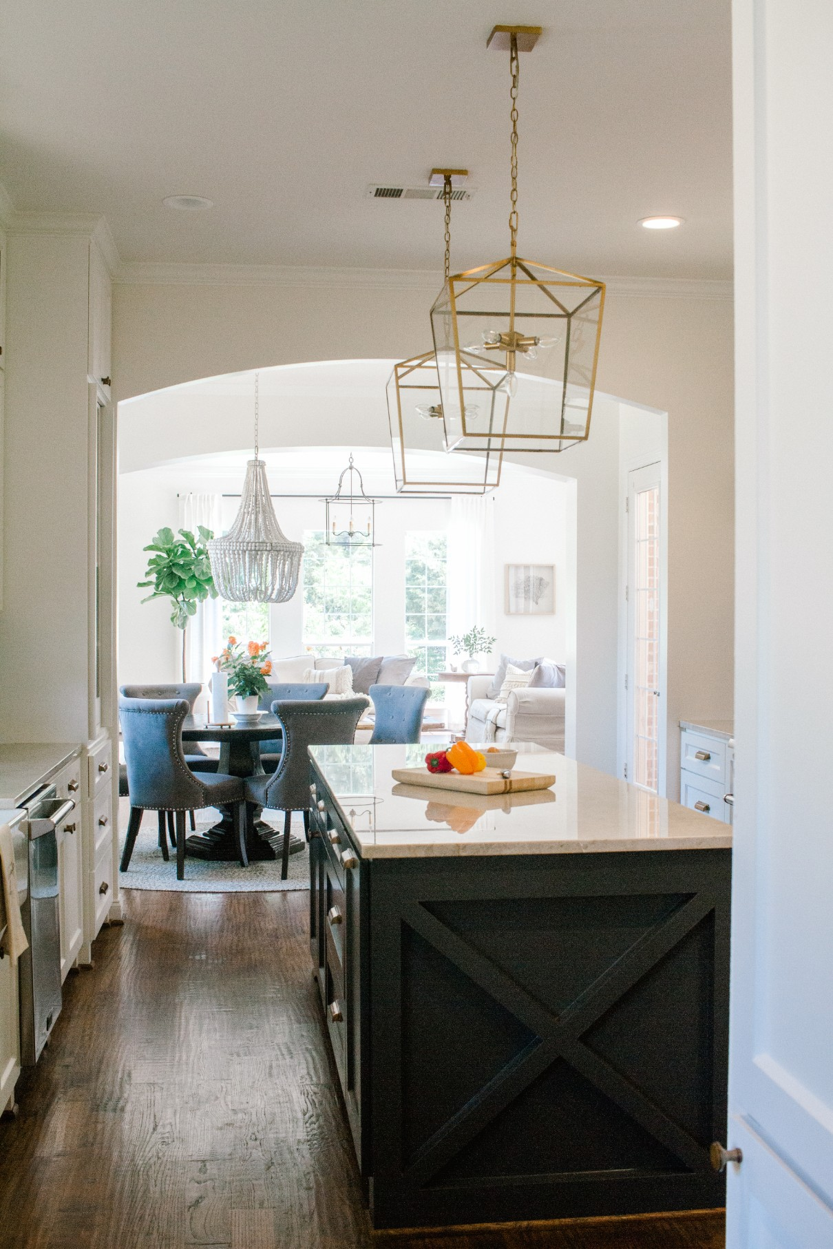 Trend We Re Loving Two Toned Kitchens Farmhouse Living
