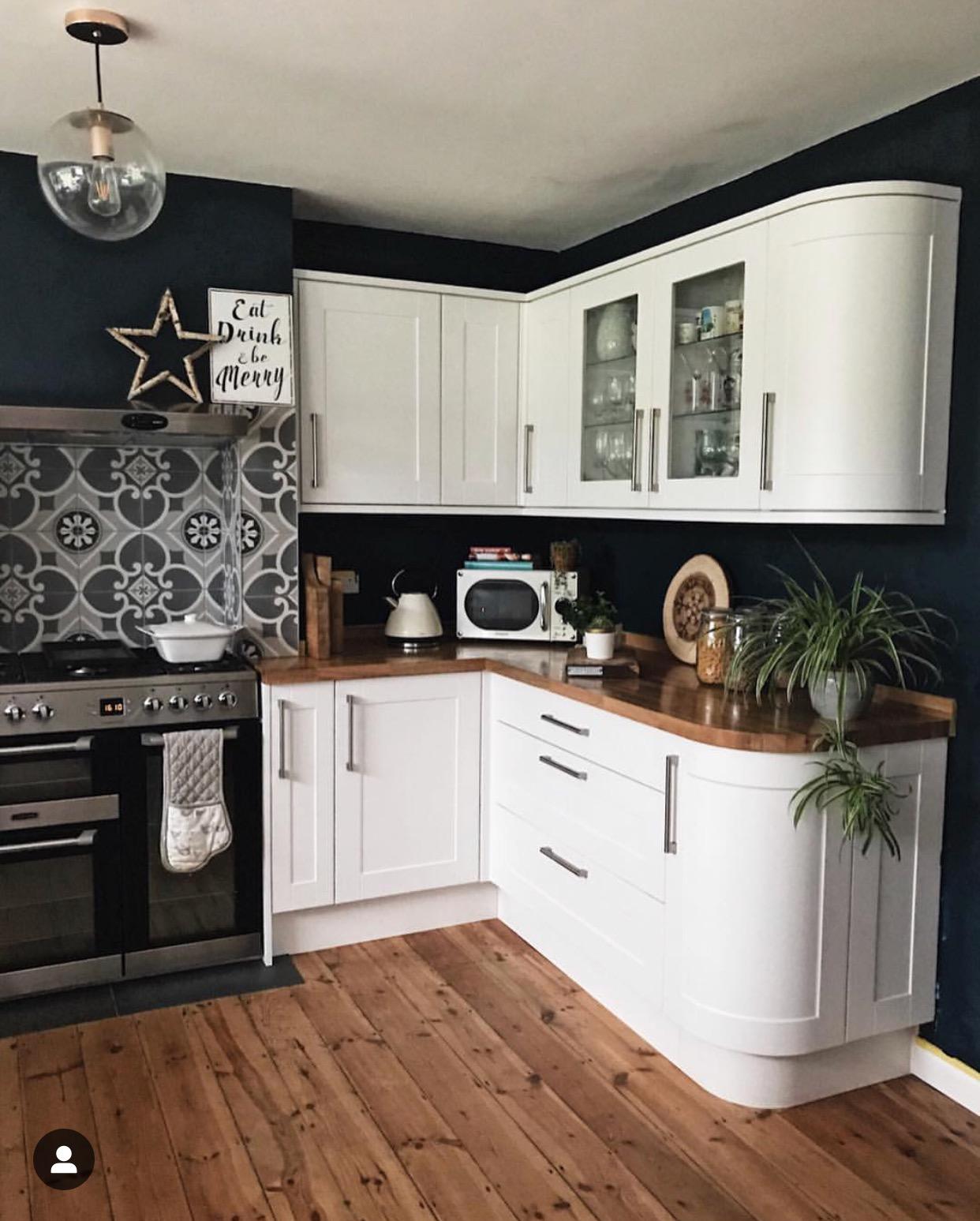 A hastily put together kitchen photo