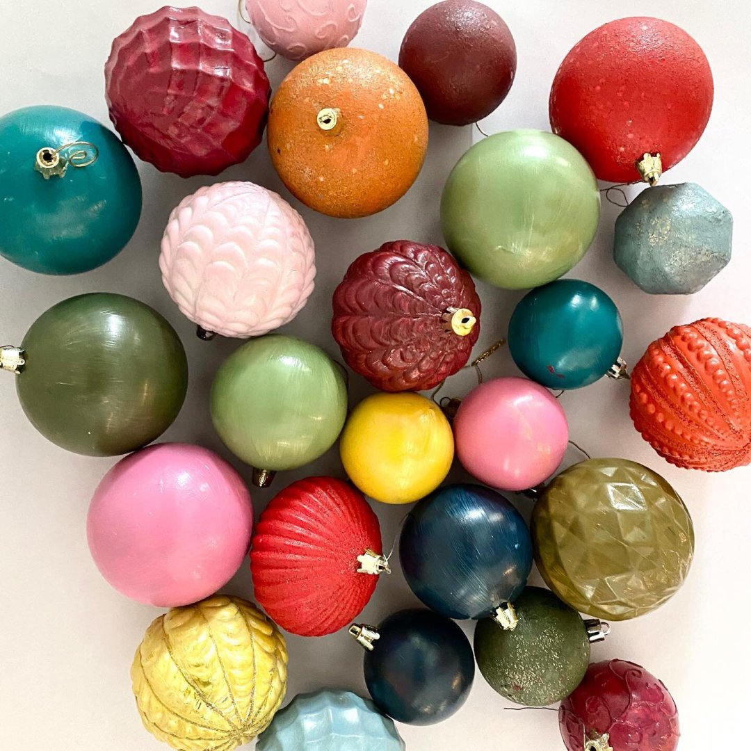 This weekend's DIY: transform plastic ornaments into a 🌈 of colors...😍🤩😁 The colors were inspired by my @worldmarket  garland. Swipe to see some of the before pics! :)