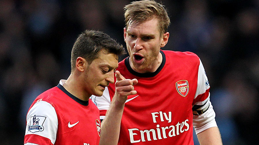 Mesut Ozil and Per Mertesacker seemingly in conflict