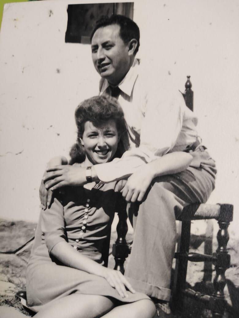 Fotografiìa de mis padres.jpg