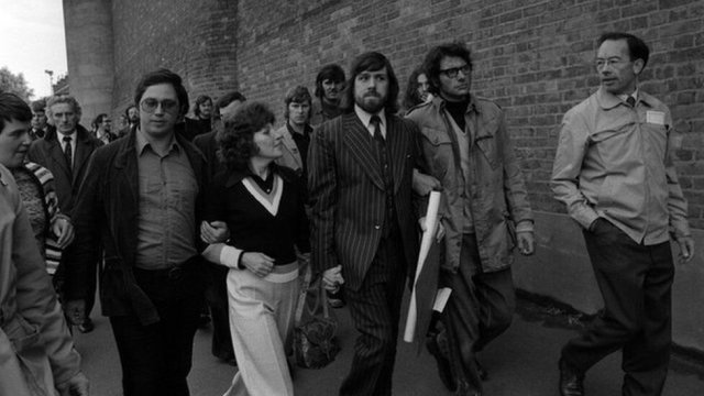 Ricky Tomlinson (centre) was one of the people jailed in 1972 whose conviction has now been overturned