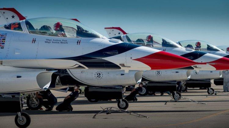 Thunderbirds jets F-16