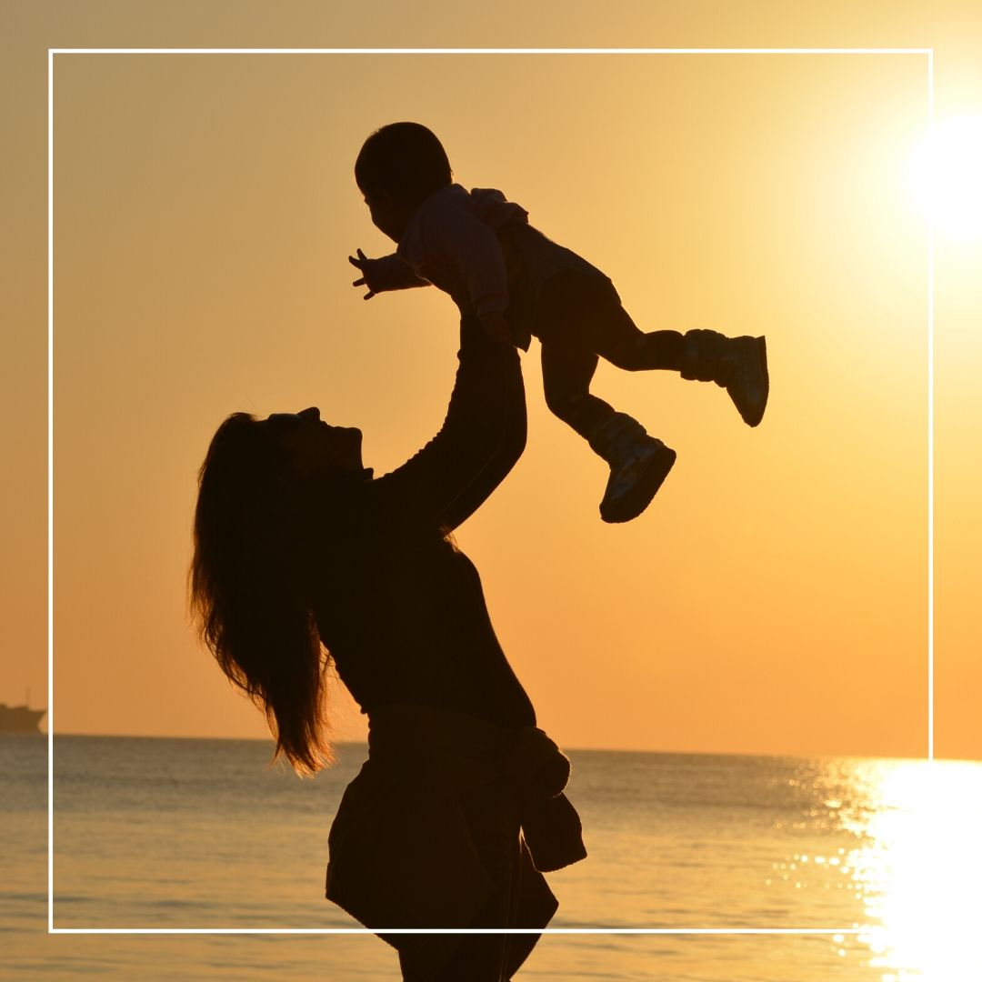 Whatapp Dp image Mom playing with kid full HD free download.
