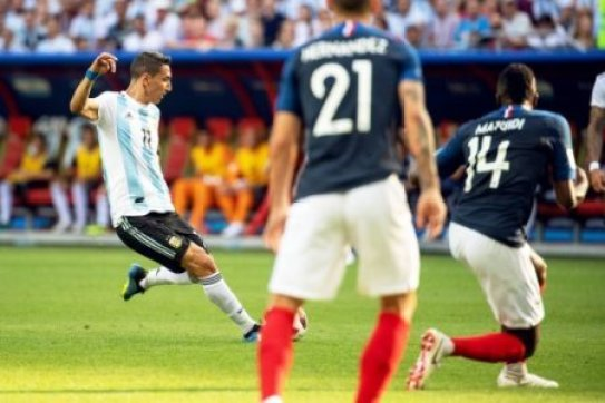 WM 2018, Frankreich - Argentinien 180630 Angel Di Maria of Argentina scores 1-1 during the FIFA World Cup WM Weltmeisterschaft Fussball round of 16 match between France and…
