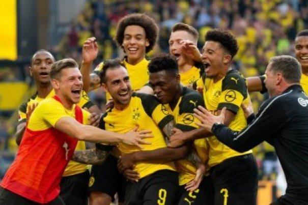 Dortmund, Germany 06.10.2018, 1. Bundesiga, 7. Spieltag, BV Borussia Dortmund - FC Augsburg, Torjubel, jubel um Paco Alcacer (BVB) nach dem treffer zum 4:3 ( DeFodi001 ***…
