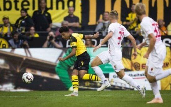 Dortmund, 06.10.2018 Jadon Malik Sancho (BvB) bereitet das Tor zum1:1 durch Paco Alcacer (BvB) vor Borussia Dortmund - FC Augsburg *** Dortmund 06 10 2018 Jadon Malik Sancho BvB…