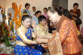 Phong Tục Cưới của Lào