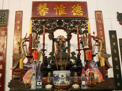 Trang trí bàn thờ tổ tiên đón Tết - Archi