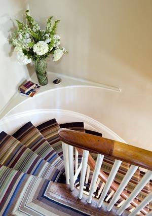 Cầu thang trải thảm: Quyến rũ và tài lộc - Archi