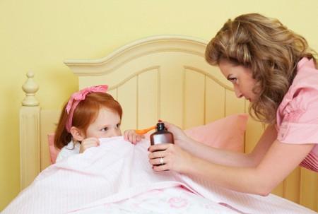 Khi nào cần cho trẻ dùng thuốc ho, dùng nhiều thuốc ho có hại không?