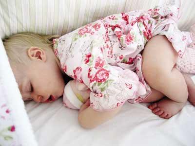 Trẻ bị viêm phổi, cách nhận biết và xử trí tại nhà