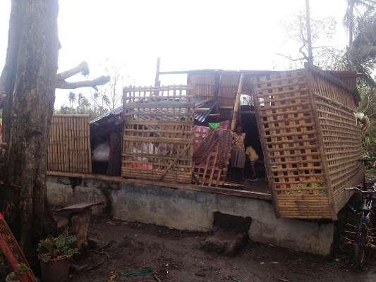 Saintes : ils reconstruisent des abris sûrs pour les Philippins victimes du typhon