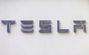 Tesla apre l'anno in forte rialzo dopo il record di consegne