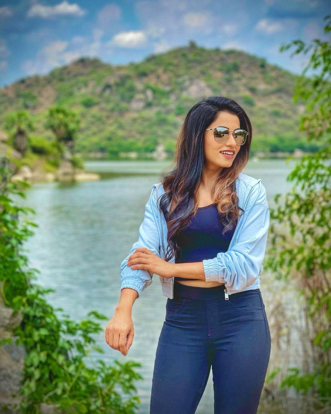 Naa Peru Meenakshi Serial Actress Navya Swamy Images