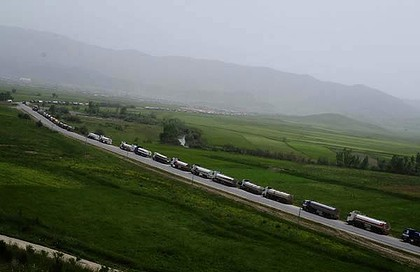 Fuel tankers loaded with oil from Iraqi Kurdistan wait near the Iranian border to illegally export fuel in Penjwin, Iraq. <i>Photo: Ayman Oghanna/The New York Times</i>
