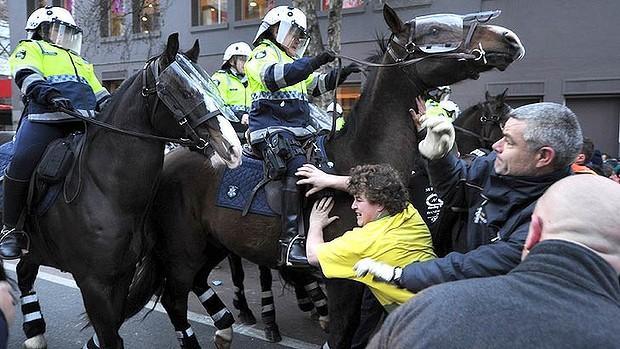 Mounted police advance on construction workers. <i>Photo: Justin McManus</i>
