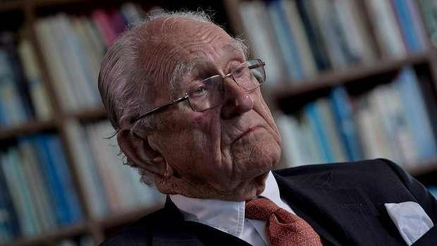 """Malcolm Fraser says selling the ABC and SBS would be """"lousy"""" politics."""
