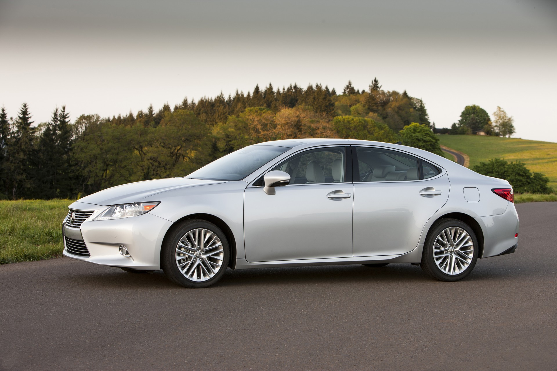 Lexus Es posters news and videos on your pursuit