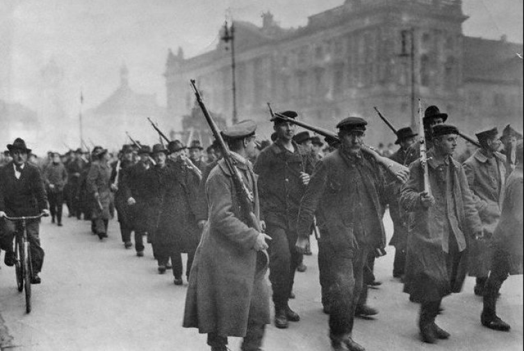 Workers protesting in Berlin, November 1918. Wikimedia