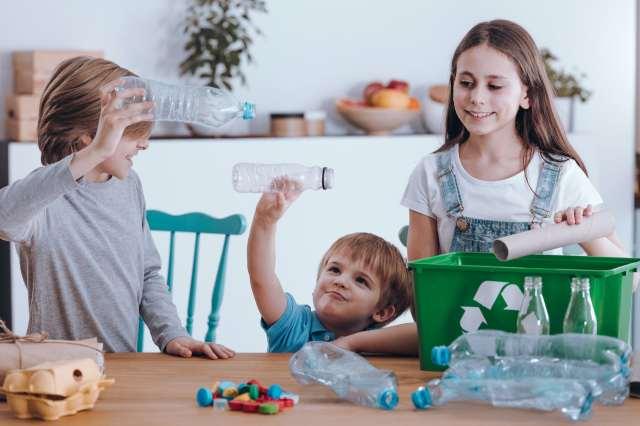Confinement : le simple fait de laisser les enfants jouer les aidera, ainsi que leurs parents, à mieux faire face