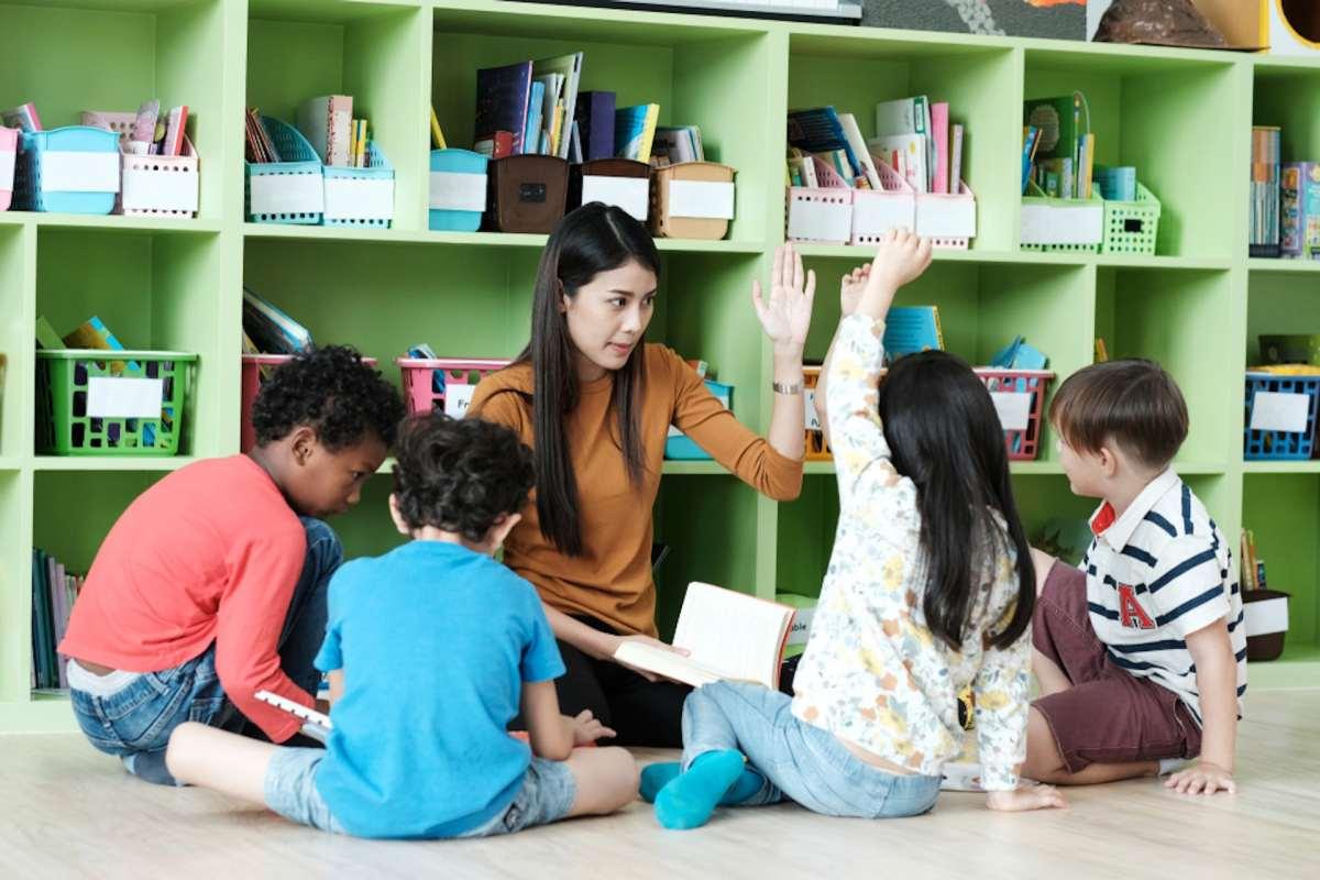 Faktor-faktor selain usia yang mempengaruhi kemampuan berbahasa anak-anak
