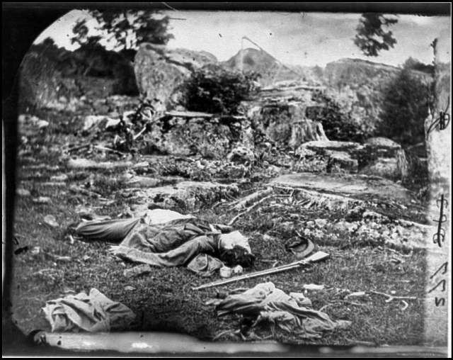 Dead Confederate soldiers lying on the ground in Gettysburg.