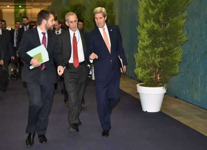 Kerry, Stern and Deese walking.