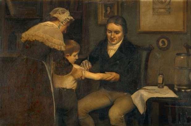 رسم لـ(إدوارد جينر) يقوم بتطعيم صبي صغير تحمله أمه