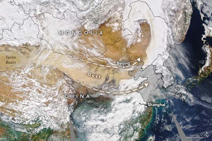 Map of China showing dust blowing from the central north to the east coast