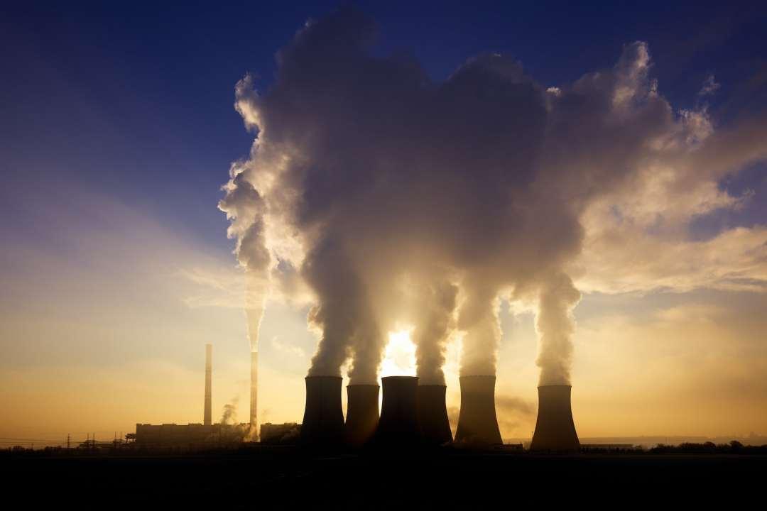 coal plant emitting steam