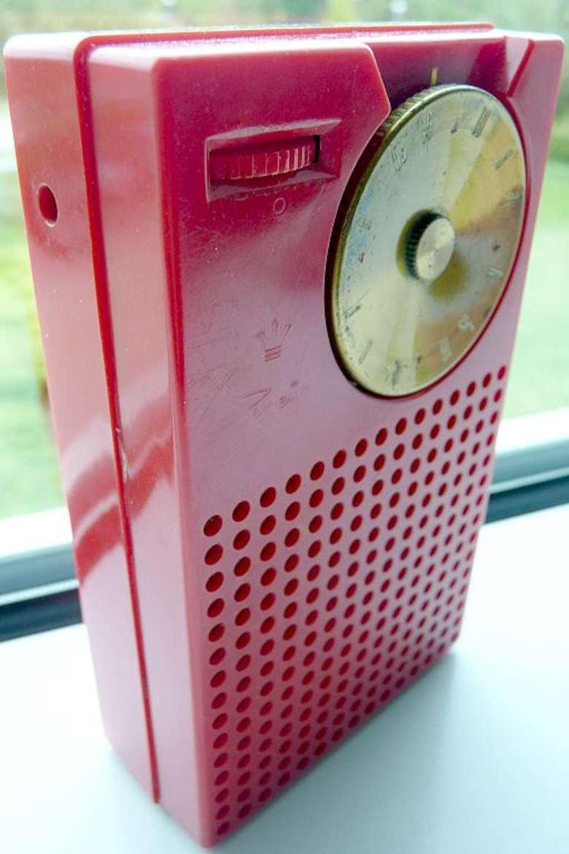 Radio transistor de color rojo