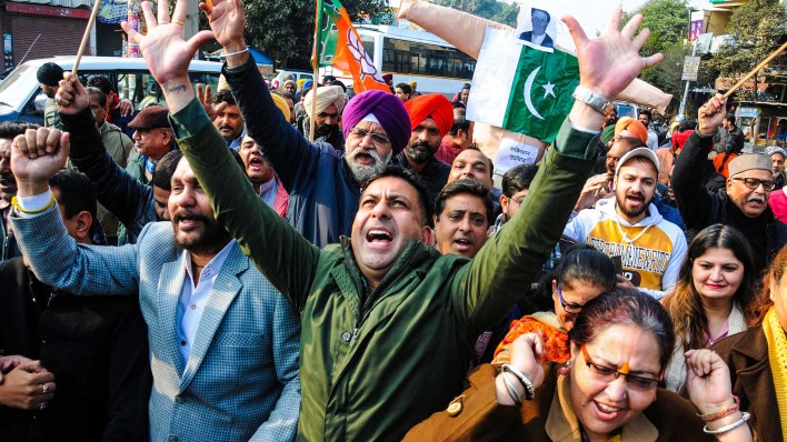 protests in india after mob attacks nankana sahib gurdwara in pakistan