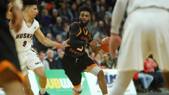 He lost NCAA scholarships, but faith and family kept him strong. Now,  Mississauga's Osman Omar is one of Canada's top basketball players | The  Star