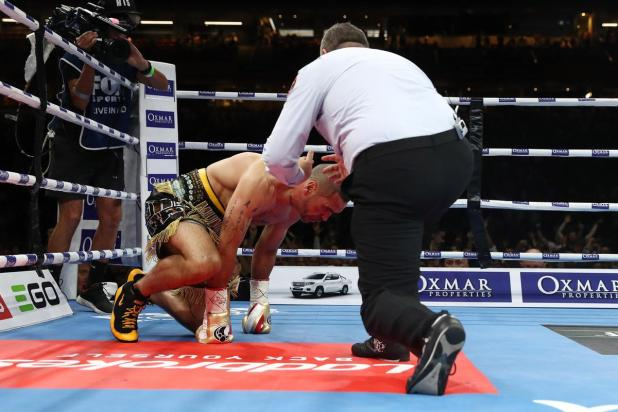 Mundine on the canvas.