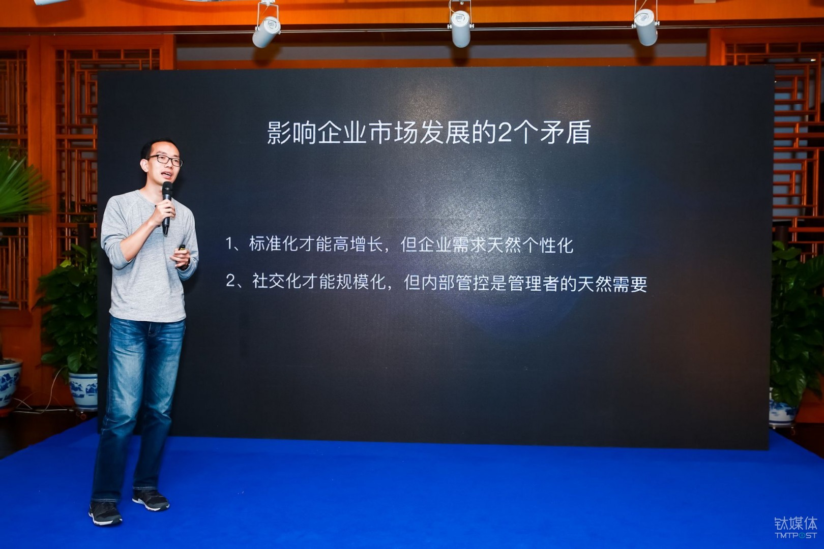 Tencent Instant Message's product director Yan Xianqing believed that the conflict between standardization and personalization constitutes a natural paradox in the enterprise service market.