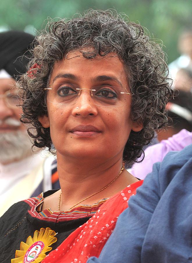 24 filmmakers, Arundhati Roy return their awards
