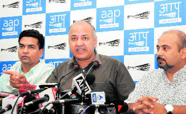 AAP sniffs political conspiracy, rejects Amanatullah's resignation